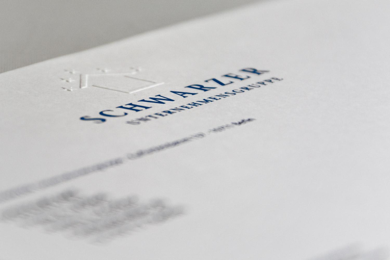 Edler Briefbogen mit Prägedruck für einen Immobilienentwickler
